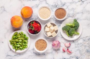 Exista alimente care inrautatesc menopauza